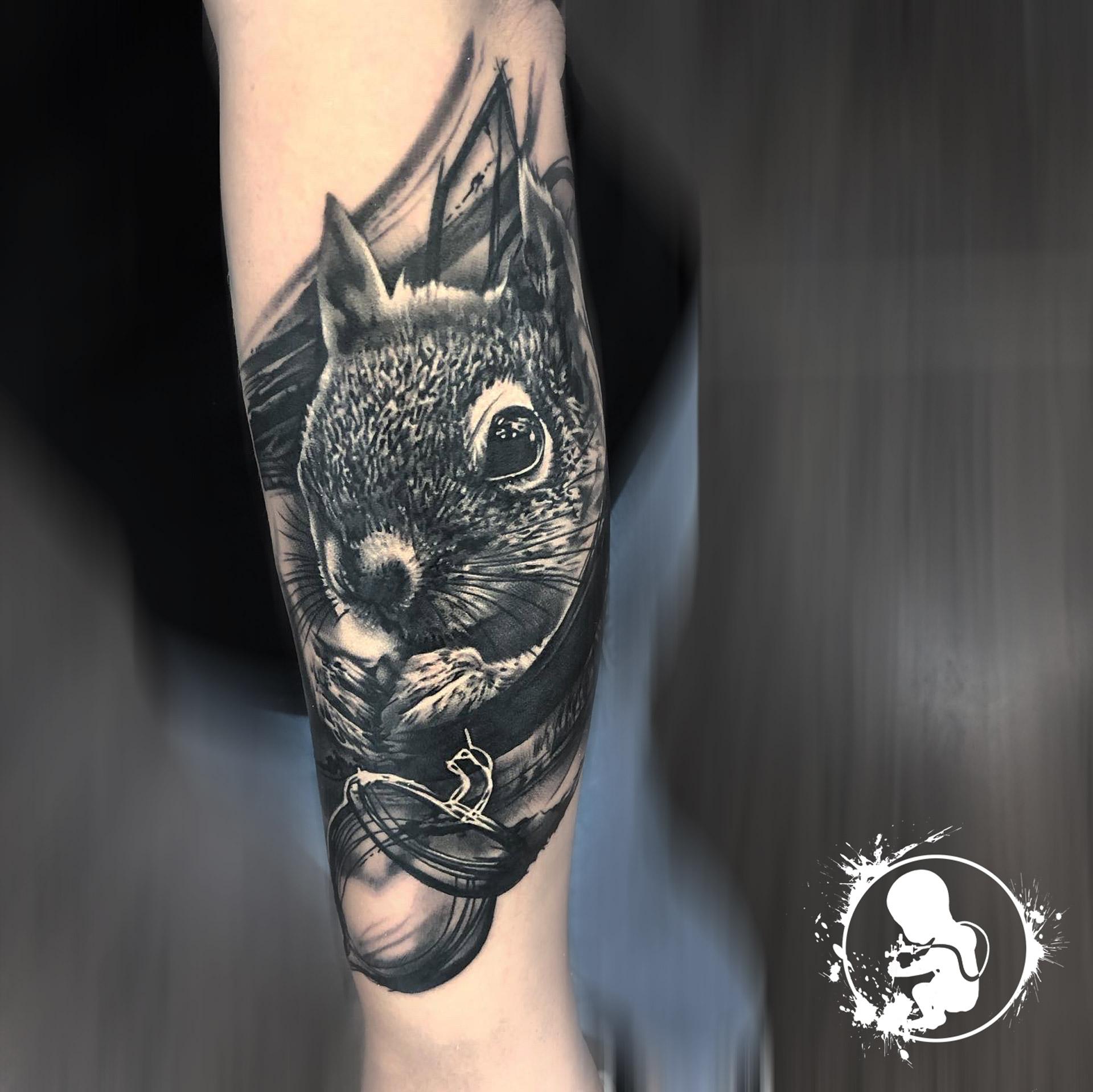 Eichhörnchen | Thomas | Newborn Tattoo Wolfratshausen